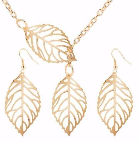 goud kleurige set blaadjes ketting en oorbellen