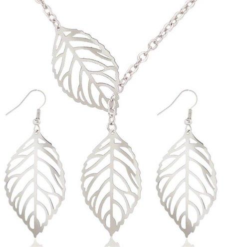 zilver kleurige set blaadjes ketting en oorbellen