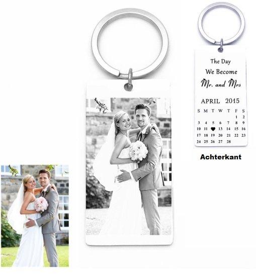 sleutelhanger gegraveerde tag met foto en kalender aan achterkant